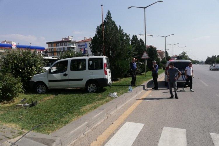 Kaldırıma çarpan araç ters dönü! Astsubay hayatını kaybetti