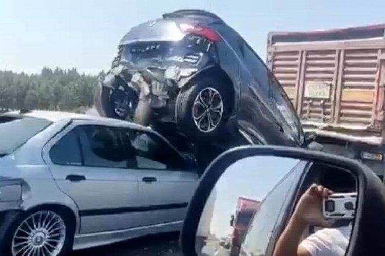 TEM'de zincirleme kaza! 6 araç birbirine girdi
