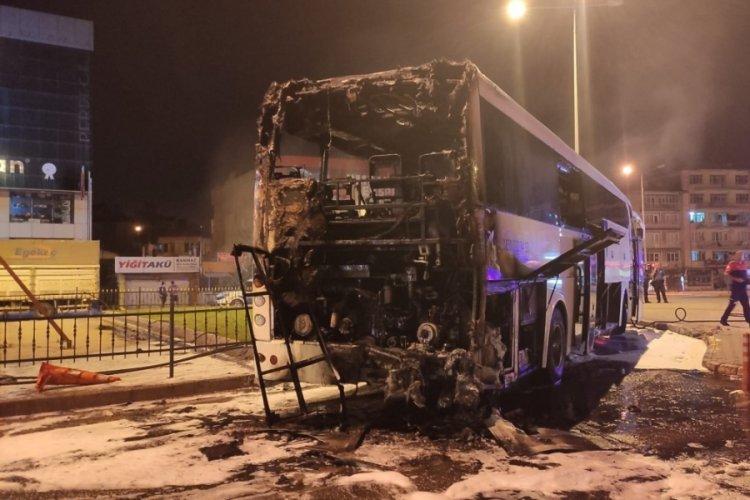 İstanbul'dan Denizli seferini yapan yolcu otobüsü yandı