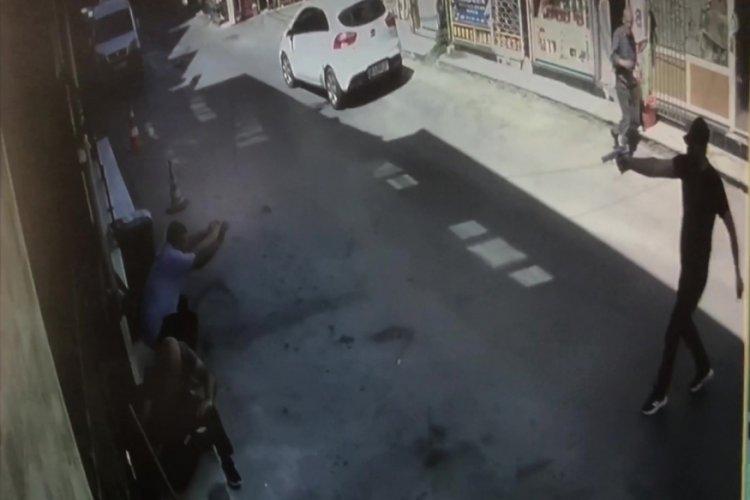 Bursa'da esnaf dükkanında otururken silahla yaralandı