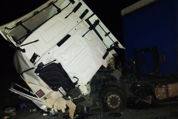Edirne'de alkollü sürücü tıra arkadan çarptı: 1 yaralı