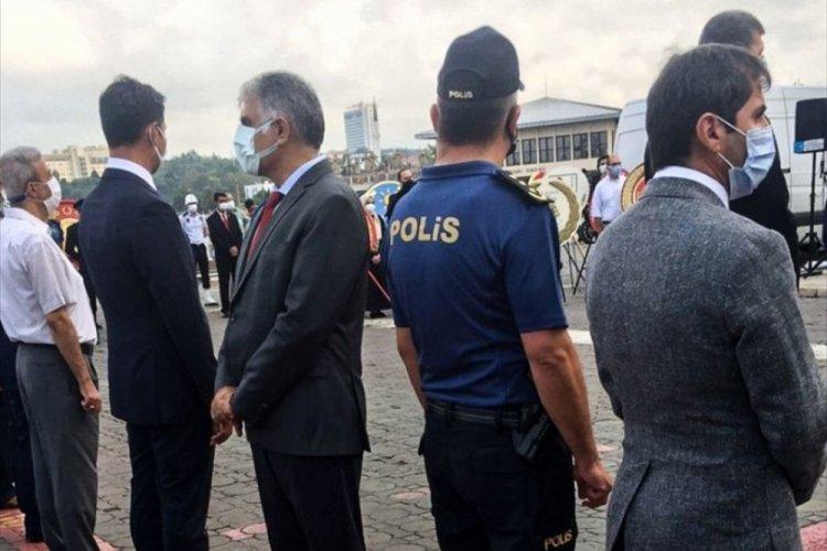 CHP Kadıköy İlçe Başkanı Ali Narin'in törende sırtını dönmesine tepki geldi