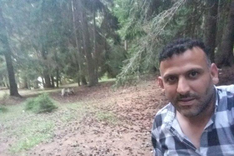 Artvin'de ormanda karşılaştığı ayı ile selfie çekti!