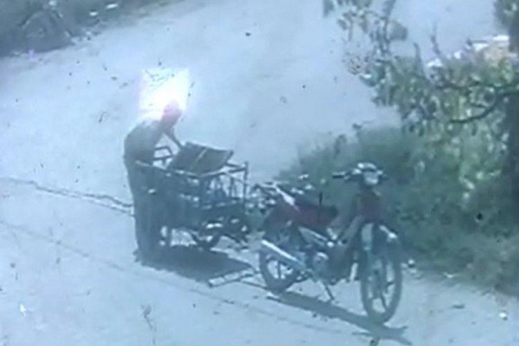 Bursa'da mazgal kapağı hırsızlığı kamerada