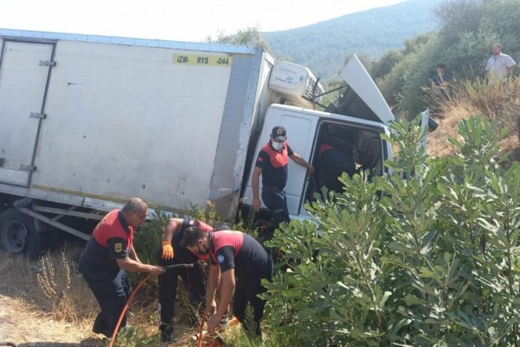 Muğla'da kontrolden çıkan kamyon şarampole devrildi