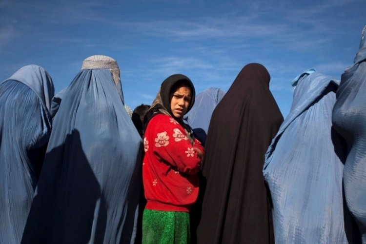 Taliban: Kadınlar üniversiteye gidebilecekler