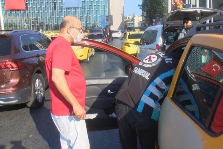 İstanbul Taksim'de taksicilere polis denetimi