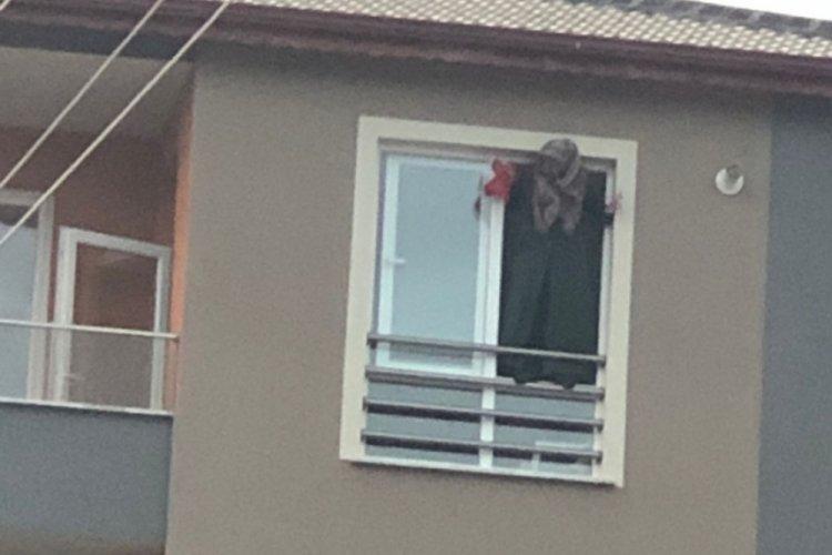 2 çocuk annesi kadın, 5. kattaki evinin penceresinden intihara kalkıştı!