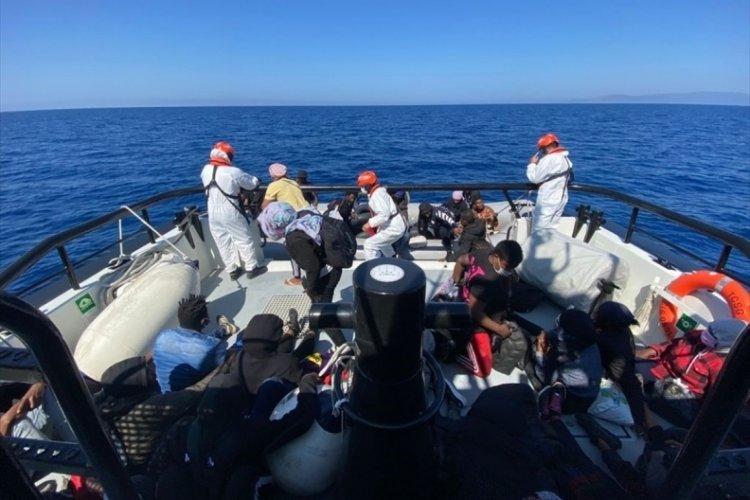 Türk kara sularına itilen 166 düzensiz göçmen kurtarıldı