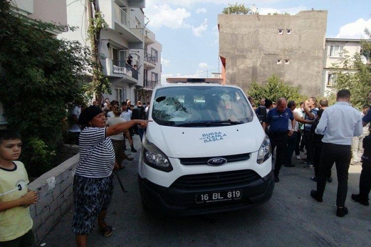 Bursa'da akıl hastanesinden belediyeye ait çakarlı araçla kaçtı, polis ekipleri kovaladı