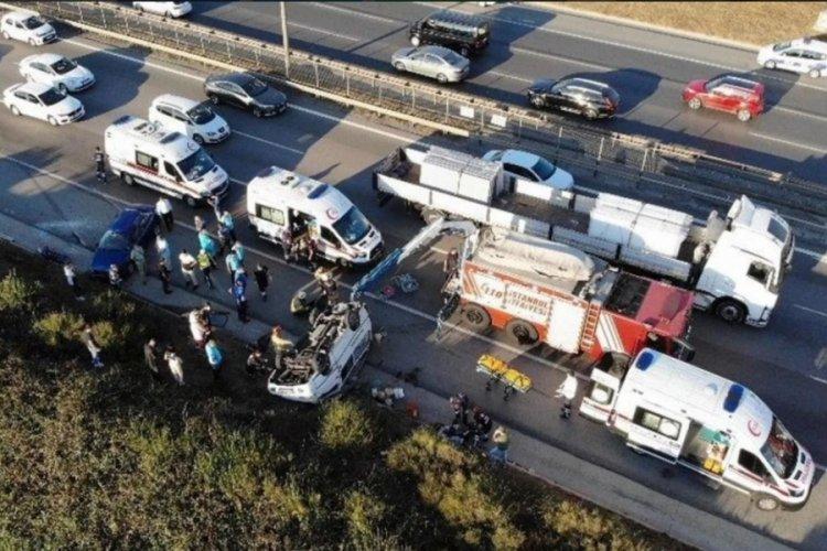 TEM Otoyolu'nda araç takla attı: 2 yaralı
