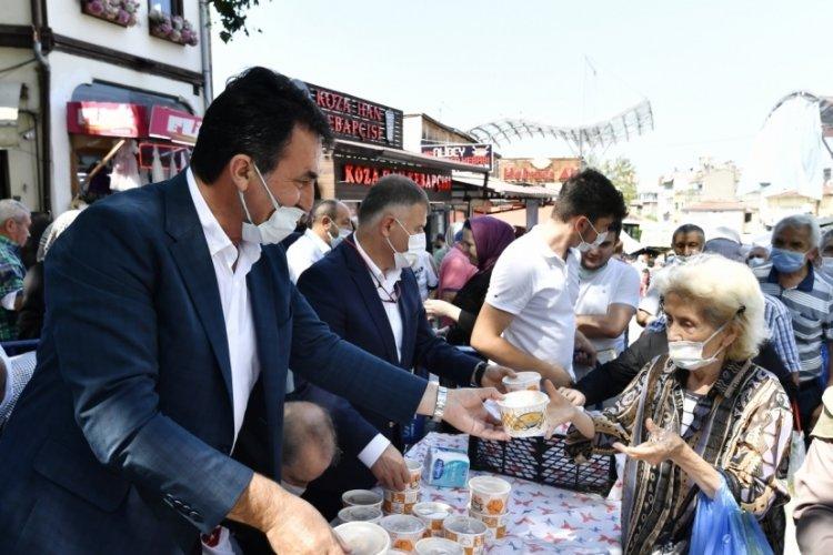 Bursa'da Osmangazi Belediyesi'nin aşure geleneği devam ediyor