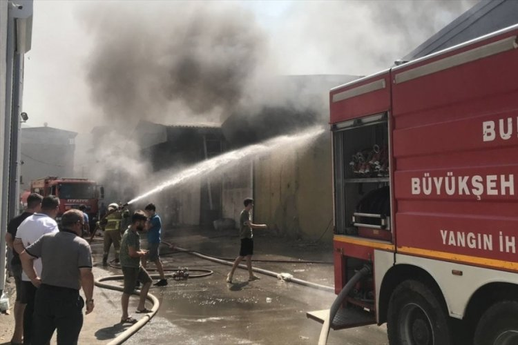 Bursa Küçükbalıklı'da tekstil atölyesinde yangın!