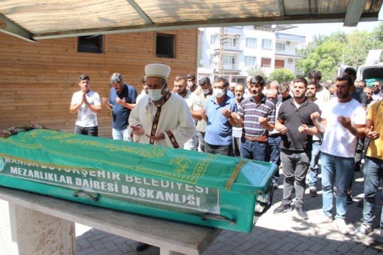 Bursa'da hastane bahçesinde ölen kadın toprağa verildi