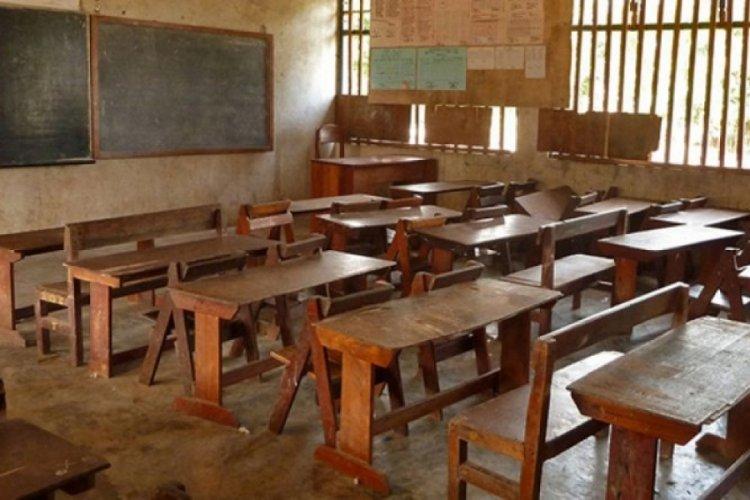 Nijerya'da bir okulda öğrenci ve öğretmen kaçırıldı