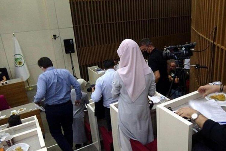AK Parti'li meclis üyelerinden tepki! Özcan, kadınlardan özür diledi