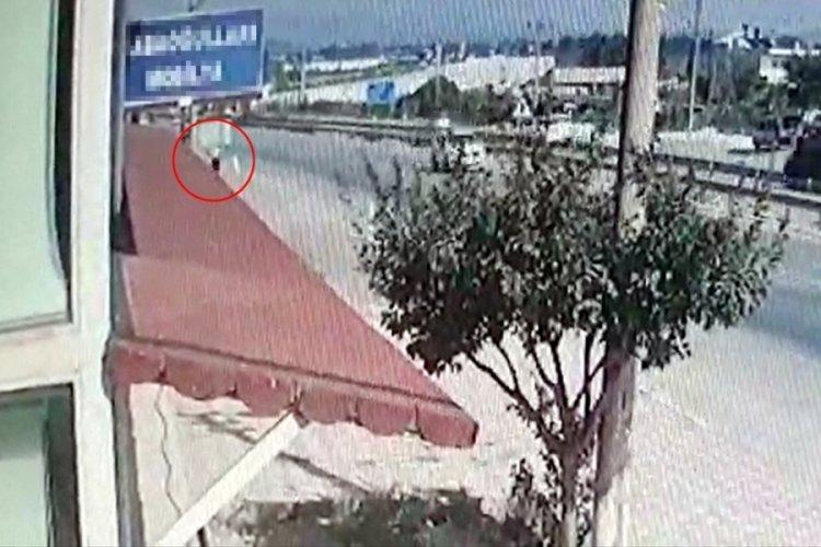 Antalya'da tabela direğine çarpan şahıs öldü