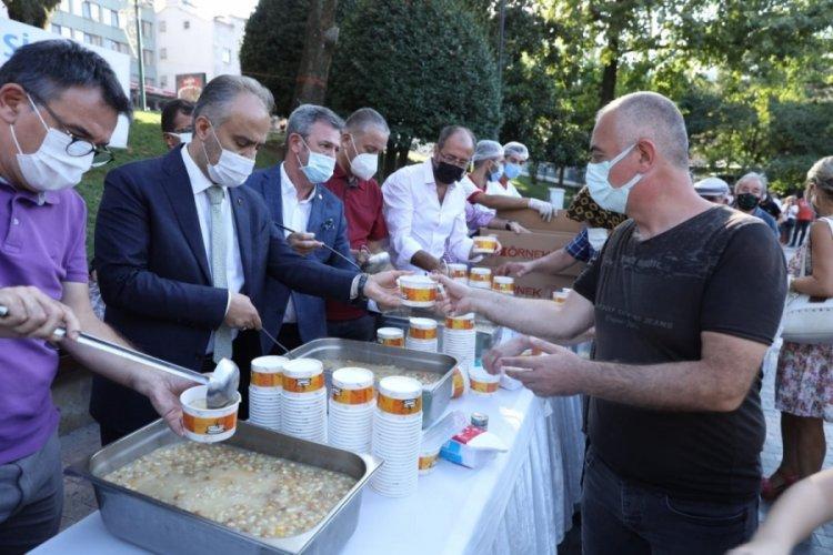 Bursa'da RUMELİSİAD, muharrem ayı nedeniyle aşure dağıttı