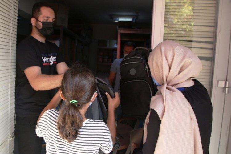 Bursa'da öğrencilere kırtasiye desteği