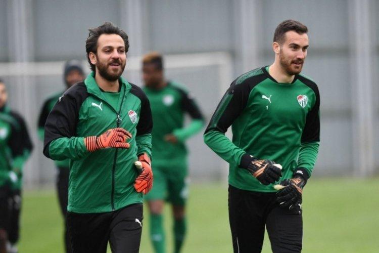 Bursaspor altyapısında da kalecilik yapan ünlü oyuncu futbola geri döndü