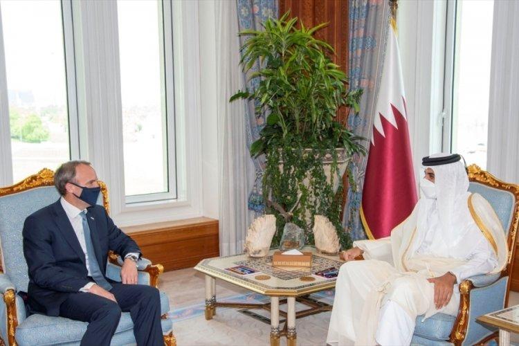 Katar Emiri Al Sani, İngiltere Dışişleri Bakanı Raab ile bir araya geldi