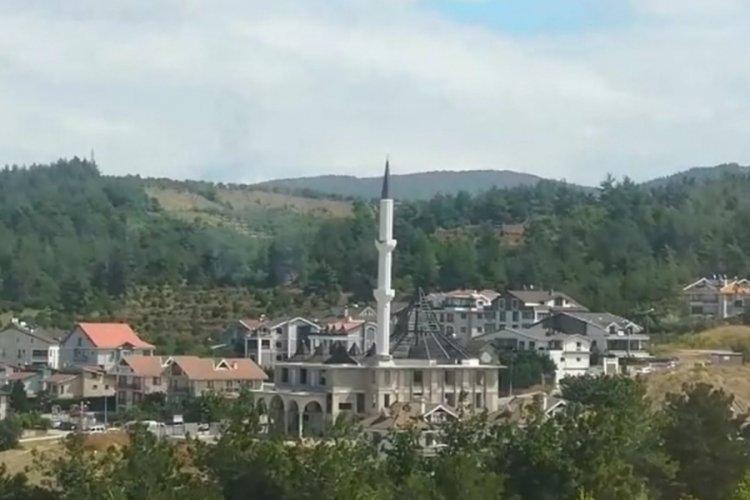 Bursa Nilüfer'de rüzgâr minareyi beşik gibi salladı!