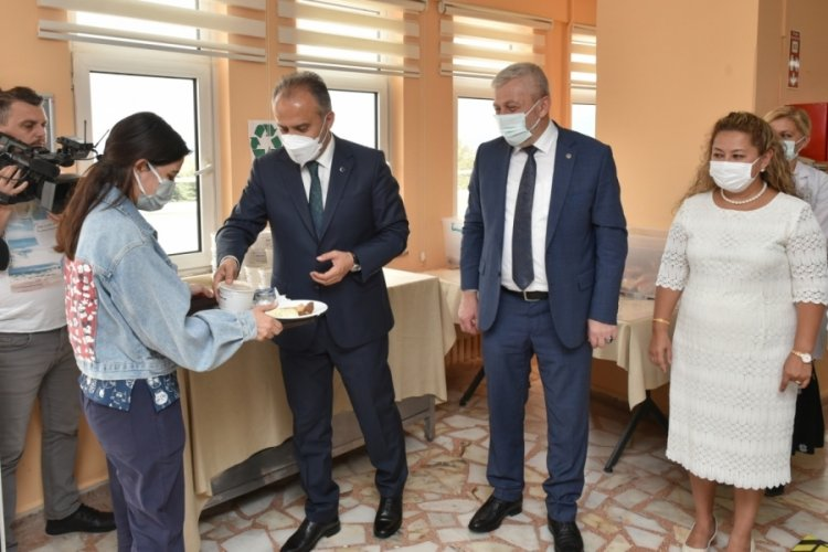 Bursa'da aşure kazanları sağlıkçılar için kaynadı