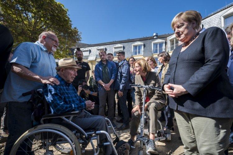 Merkel, sel bölgesine ziyaret etti