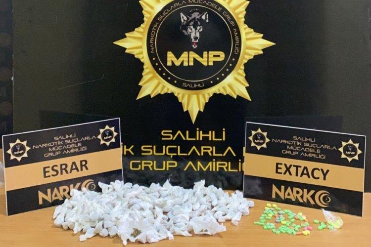 Manisa'da araçta uyuşturucularla yakalanan 3 kişiye gözaltı!