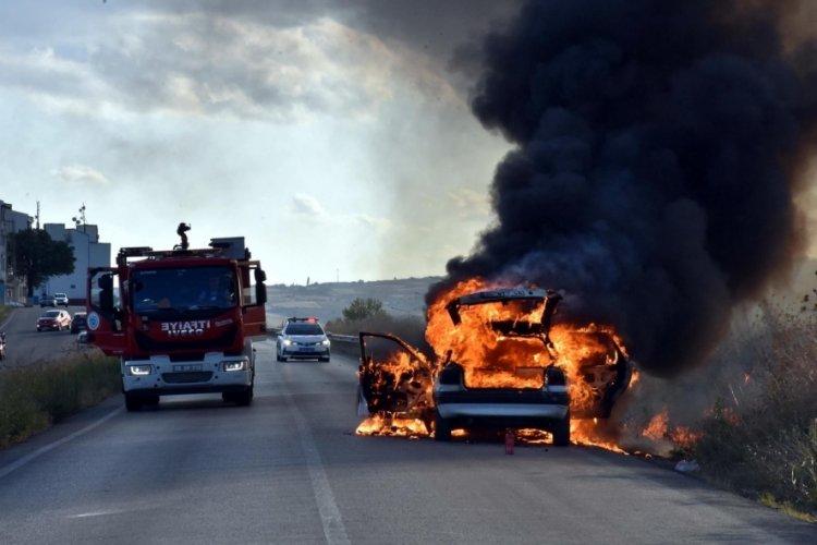 Tekirdağ'da seyir halindeki otomobil alev alev yandı