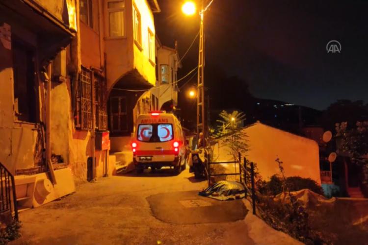 Bursa'da hırsızlık zanlıları iki kişiyi yaraladı