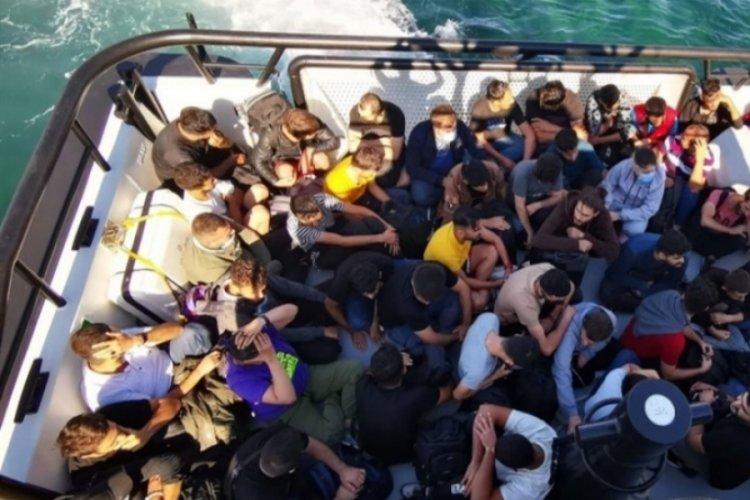 Bozcaada açıklarında 59 kaçak göçmen kurtarıldı