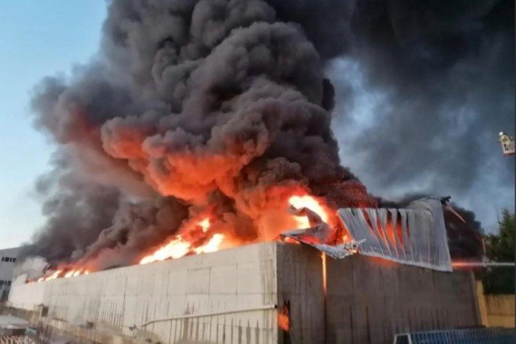 Korkunç yangın: Dumanlar kilometrelerce uzaklıktan görülüyor
