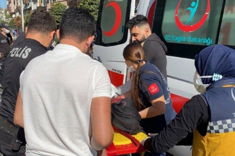 Bursa Altıparmak Caddesi'nde yolun karşısına geçmeye çalışan kadına otomobil çarptı