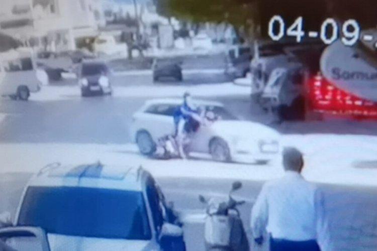 Bursa'da bisikletli gençlerin kazası kamerada; 2 yaralı