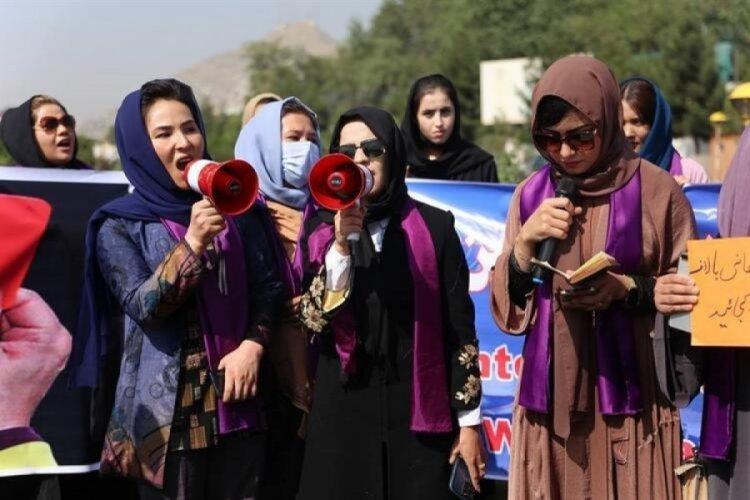 Kabil'de kadınlar sokağa döküldü!