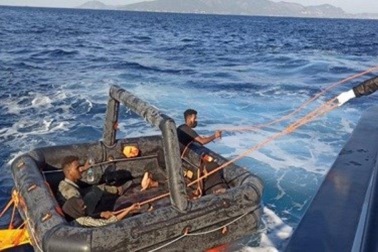 İzmir'de 63 kaçak göçmen kurtarıldı