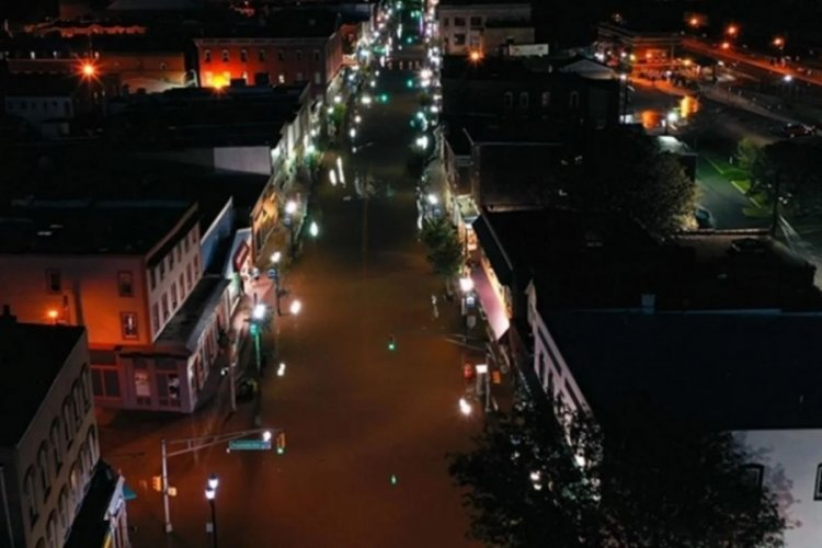 İda Kasırgası'nın vurduğu New Orleans'ta halk tahliye ediliyor