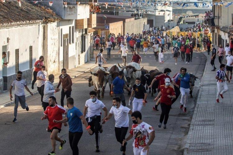 İspanya'da salgının başından bu yana ilk boğa koşusu yapıldı