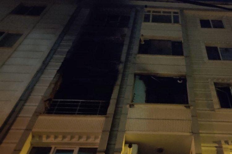 Eşine sinirlenen adam evini ateşe verdi