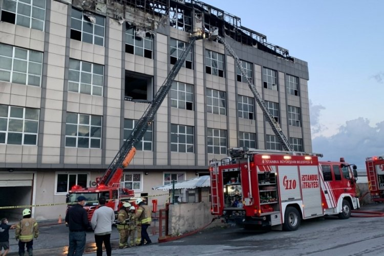 İstanbul'da bir iş yerinde çıkan yangın kontrol altında
