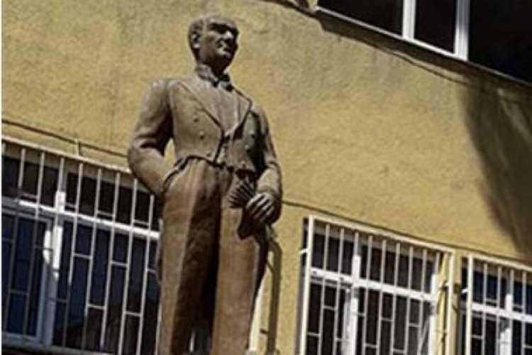 Atatürk büstüne saldıran Günhan Daştan ilk duruşmada serbest kaldı