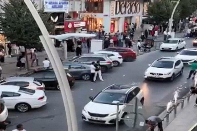 İstanbul Zeytinburnu'nda düğün konvoyu yolu kapattı