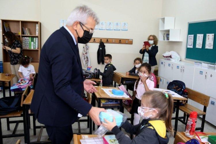 Bursa Nilüfer Belediye Başkanı Erdem öğrencileri unutmadı