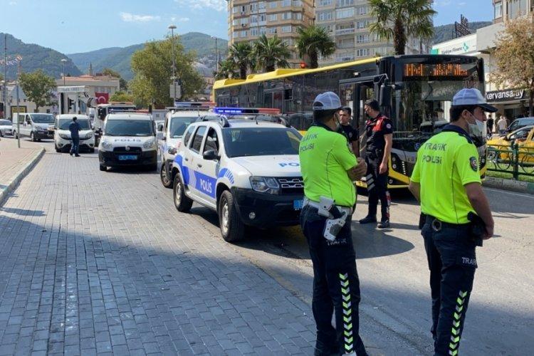 Bursa'da market çalışanlarına bıçak çeken hırsızlık zanlıları, müdahale eden polisi yaraladı