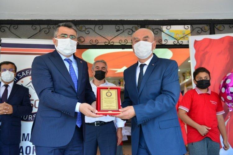 Bursa Yıldırım Belediye Başkanı Yılmaz, minik öğrencilerin heyecanına ortak oldu
