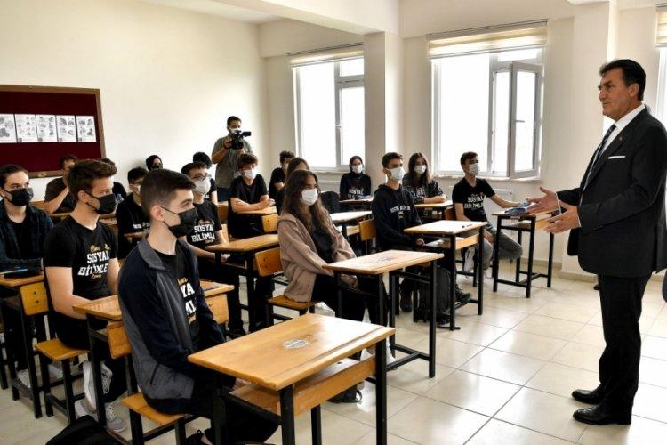 Bursa'da Başkan Dündar, öğrencilerle tecrübelerini paylaştı
