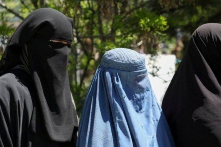 """Taliban'ın kadınlar üzerinde baskısı artıyor: """"Mahremin olmadan neden geziyorsun?"""""""