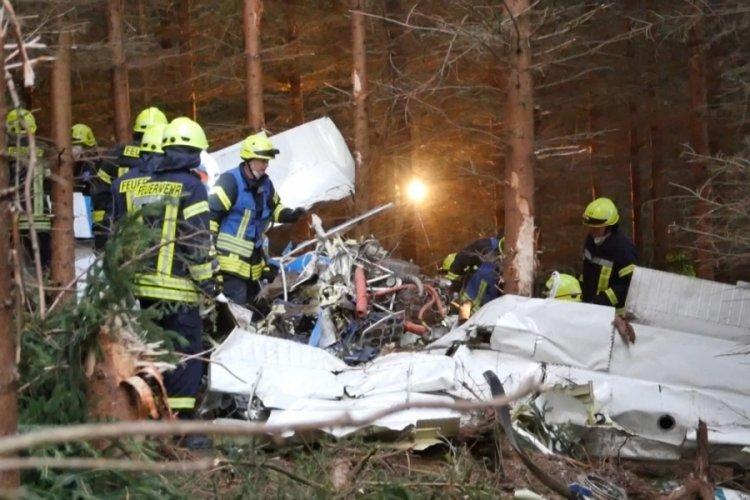 Almanya'da küçük uçak düştü: 1 kişi öldü