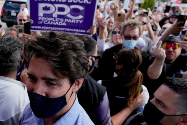 Kanada Başbakanı Trudeau'ya seçim kampanyasında taşlı saldırı